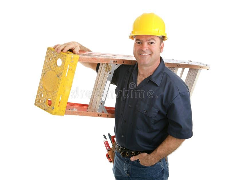 Travailleur de la construction avec l'échelle photo stock