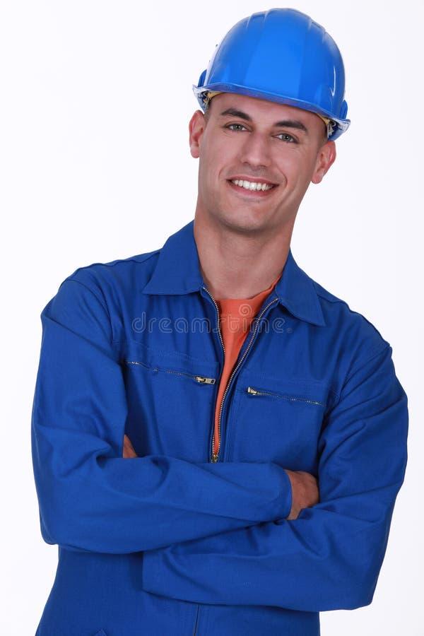 Travailleur de la construction avec les bras pliés photo libre de droits