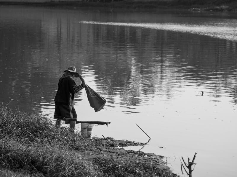 Travailleur de la Thaïlande au lac photographie stock