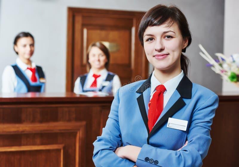 Travailleur de réception d'hôtel photographie stock libre de droits