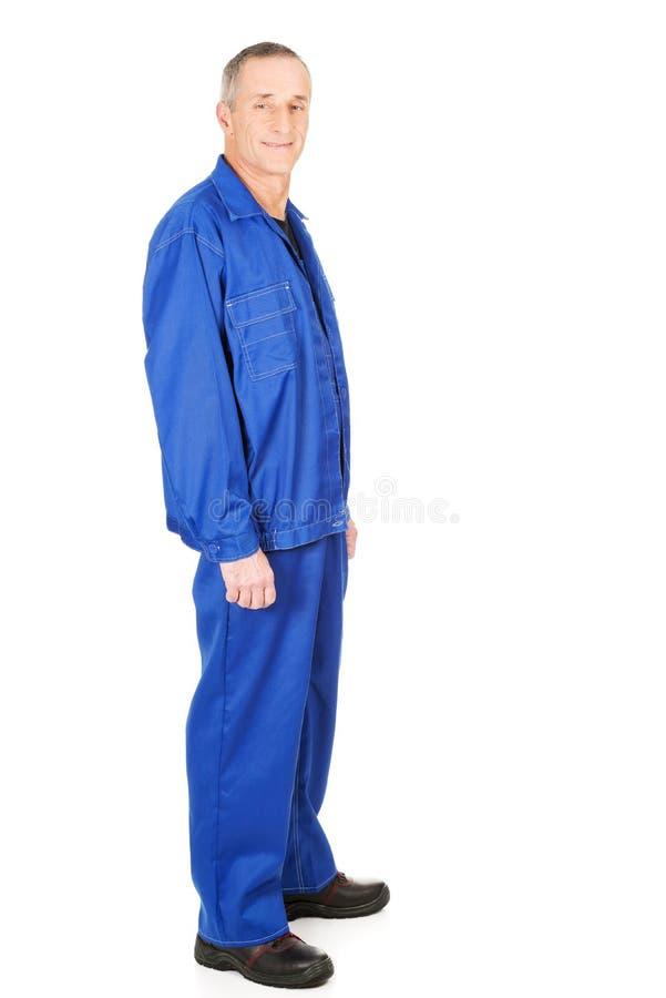 Travailleur mûr dans l'uniforme photographie stock libre de droits