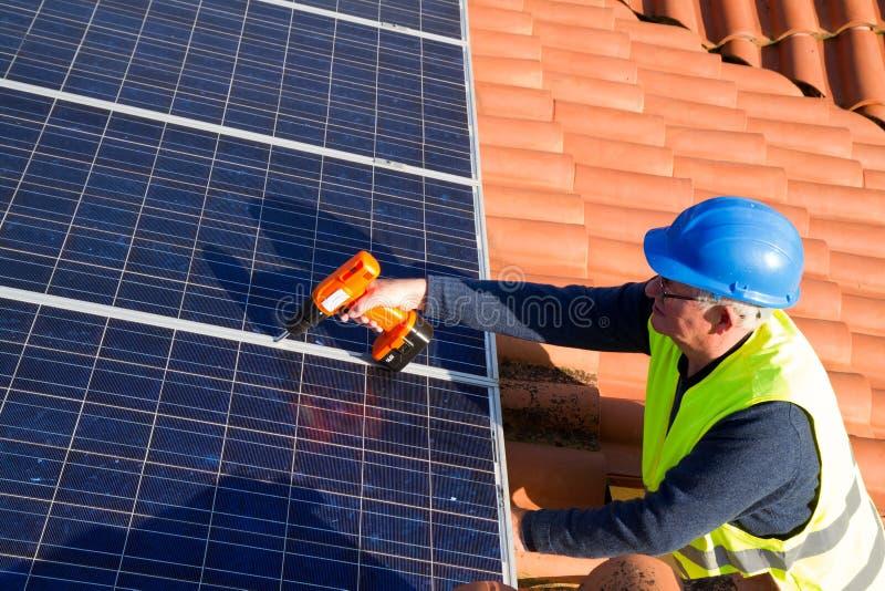 Travailleur photovoltaïque photo stock