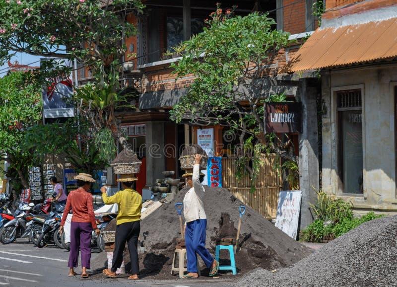 Travailleurs Bali Indonésie de route de femmes photographie stock libre de droits