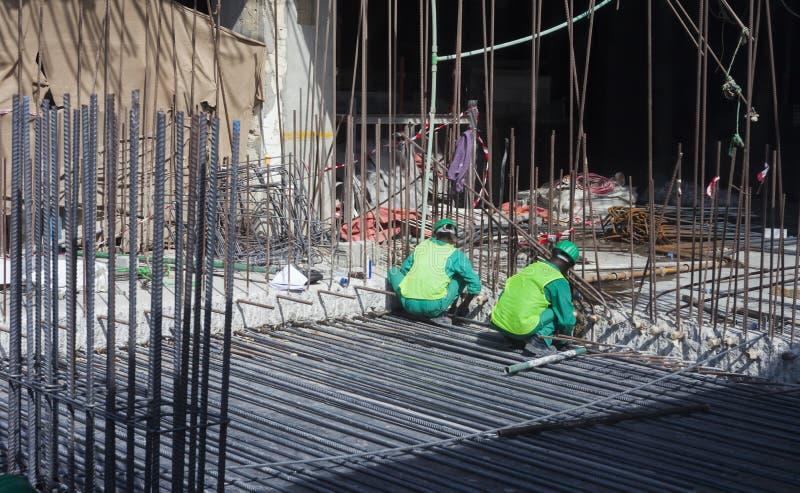 Travailleurs dans l'industrie du bâtiment image libre de droits