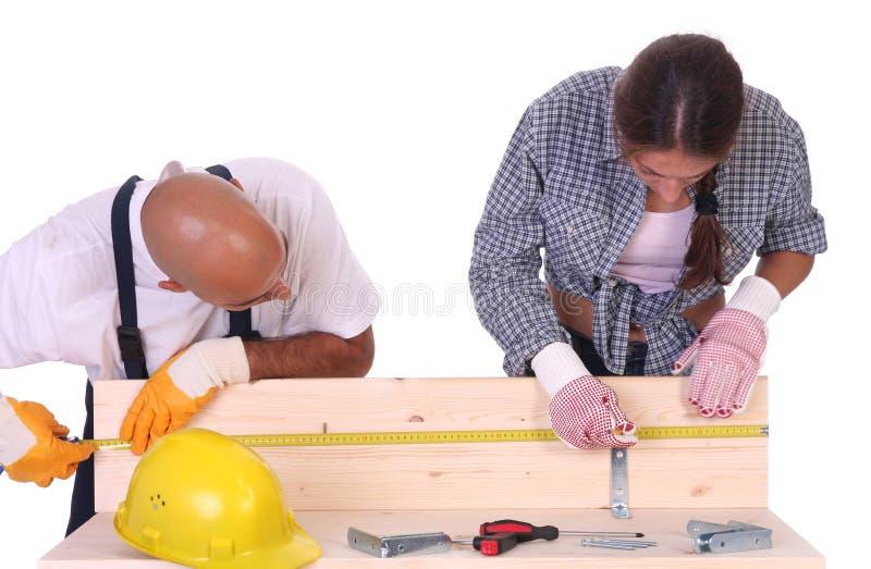 Travailleurs de la construction au travail images libres de droits