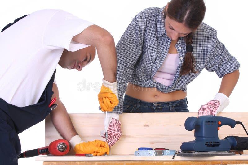 Travailleurs de la construction au travail photographie stock