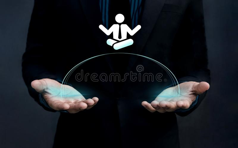 Travaillez le concept d'équilibre de la vie, homme d'affaires Handle une forme de l'esprit de l'homme photos stock