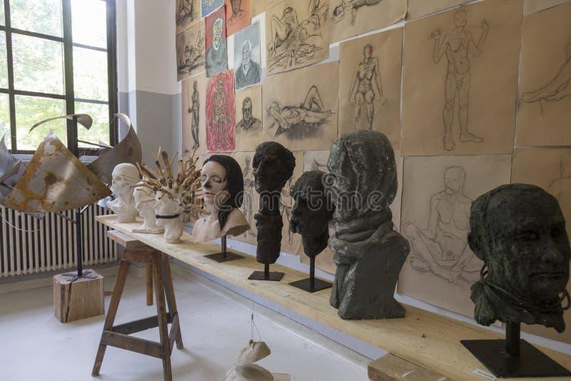 Travaux d'obtention du diplôme d'étudiants en art image stock