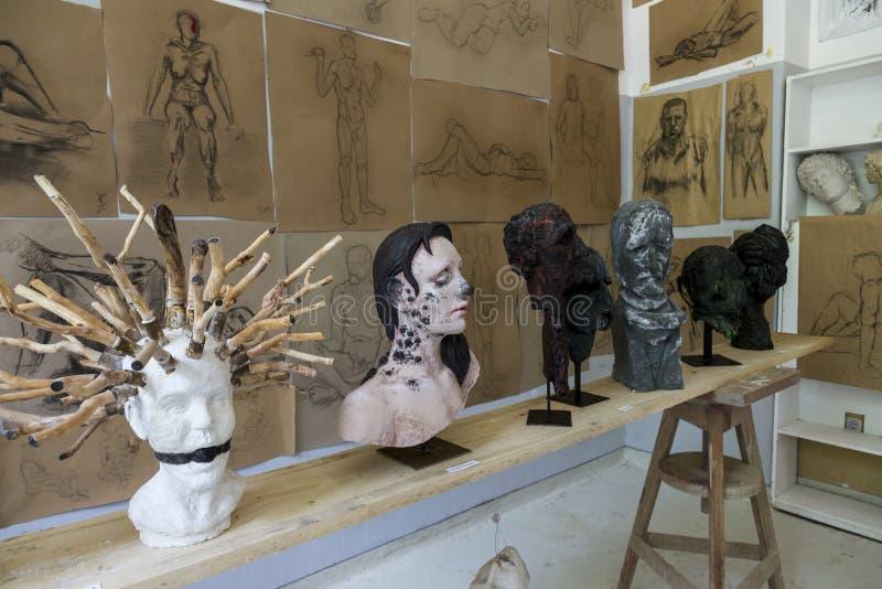 Travaux d'obtention du diplôme d'étudiants en art images stock