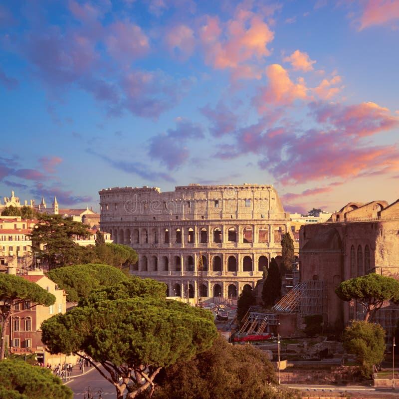 Travaux de construction à côté de Colosseum à Rome, Italie image stock
