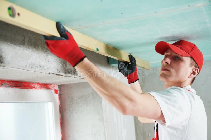 Travaux de construction de plafond suspendu de gypse Contr?le de qualit? photos stock