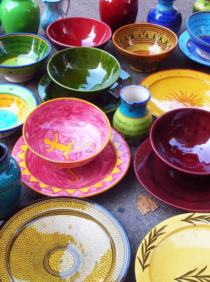Travaux manuels colorés de poterie image stock