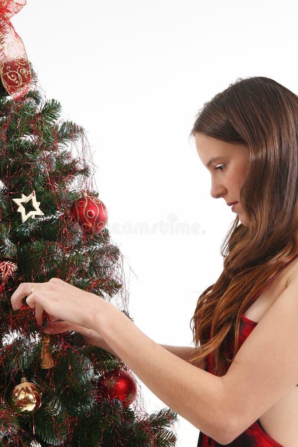 Travaux sur l'arbre de Noël photo libre de droits