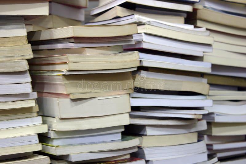 Travde böcker arkivfoton