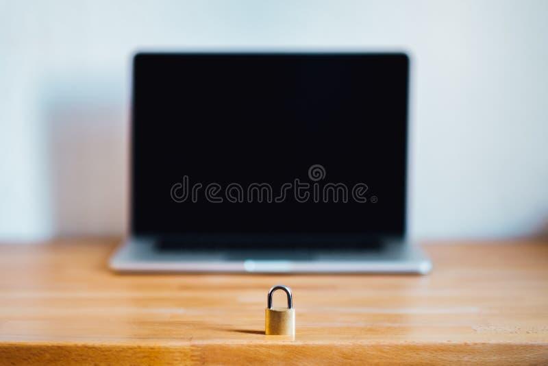 Trave como o símbolo para a privacidade e o regulamento geral da proteção de dados imagens de stock