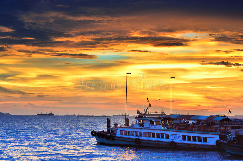 Download Travel Boat Waiting For Traveler At Sriracha, Chonburi, Thailand Editorial Image - Image of transport, thailand: 39504615