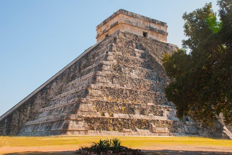 Anicent Maya mayan pyramid El Castillo Kukulkan in Chichen-Itza, Mexico royalty free stock photos