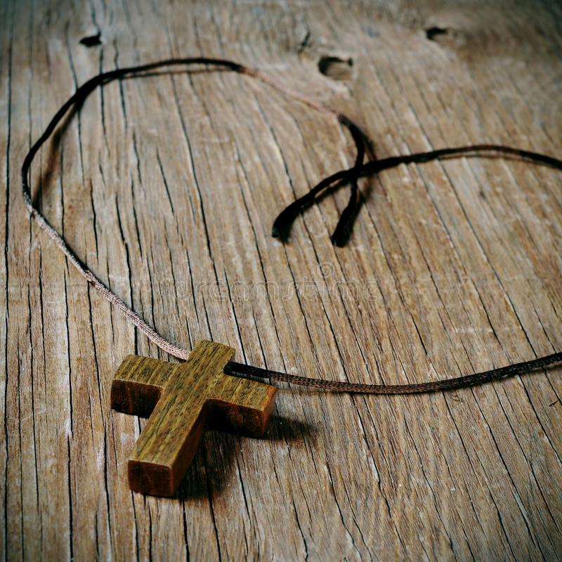 Traversa cristiana di legno fotografia stock libera da diritti