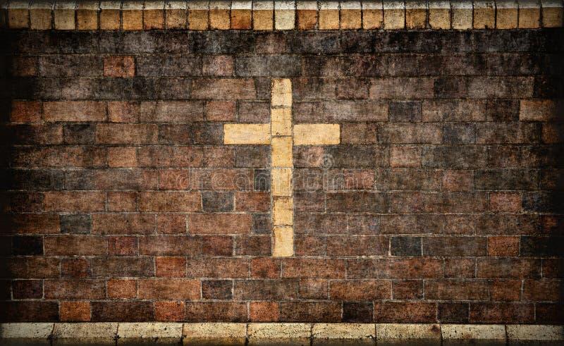 Traversa cristiana in muro di mattoni immagini stock libere da diritti