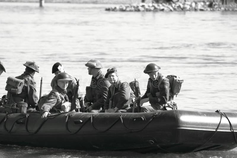Traverser le fleuve photo stock