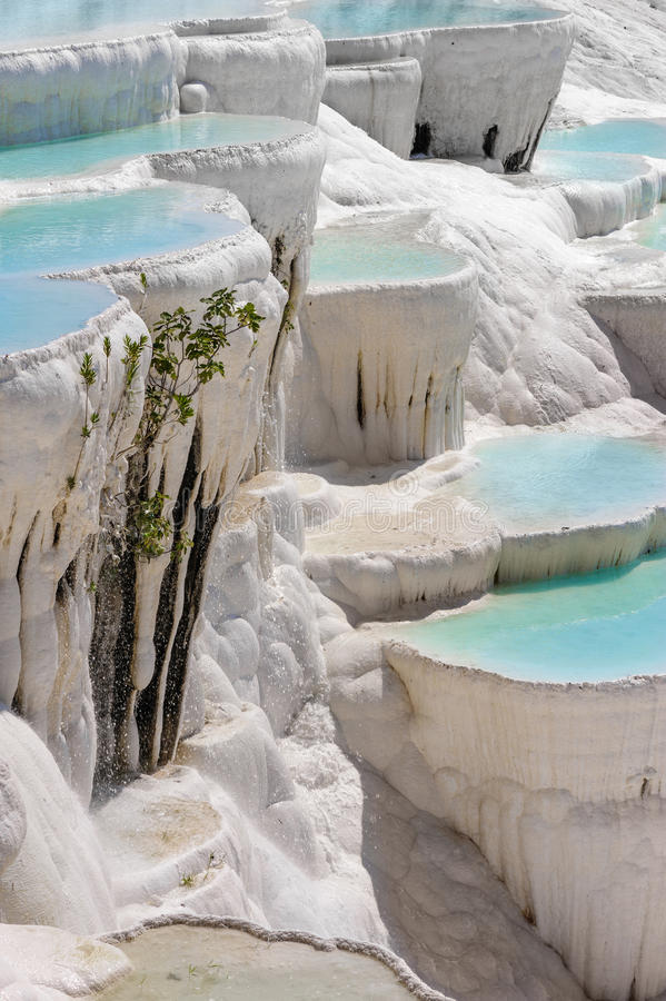 Travertine pools and terraces in Pamukkale, Turkey stock photography