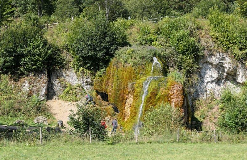 Travertinevattenfall Dreinmuehlen engl tre maler på Nohn in royaltyfri foto