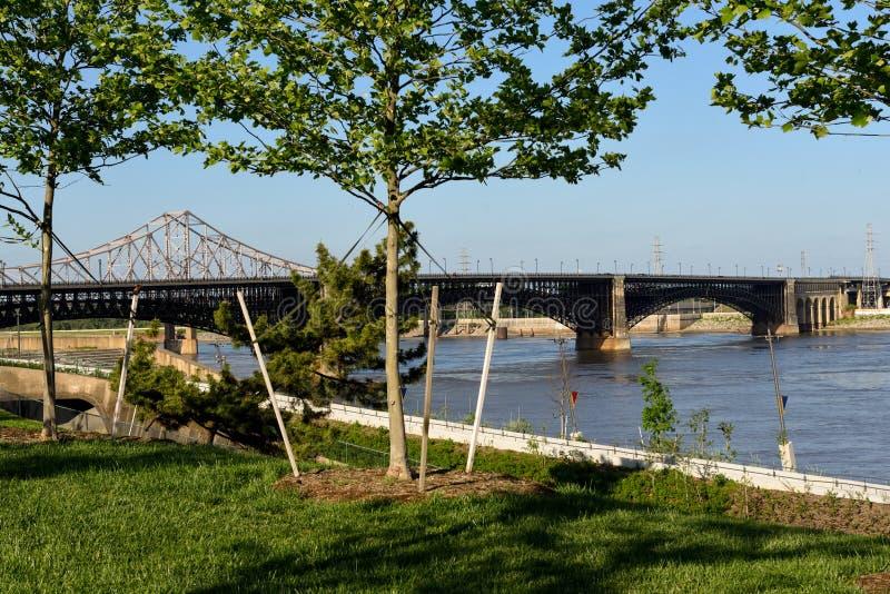 Travesía América, Saint Louis y el arco legendario imagenes de archivo