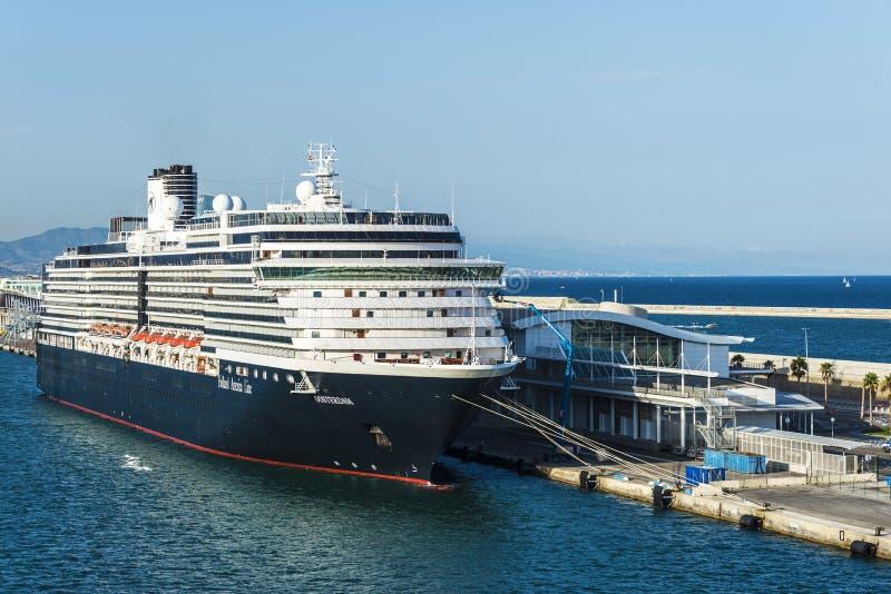 Travesía de Holland America Line en el puerto de Barcelona fotos de archivo libres de regalías
