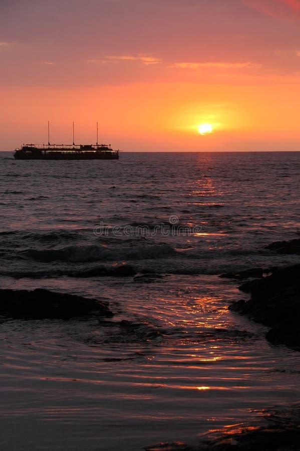 Travesía de la puesta del sol fotos de archivo libres de regalías