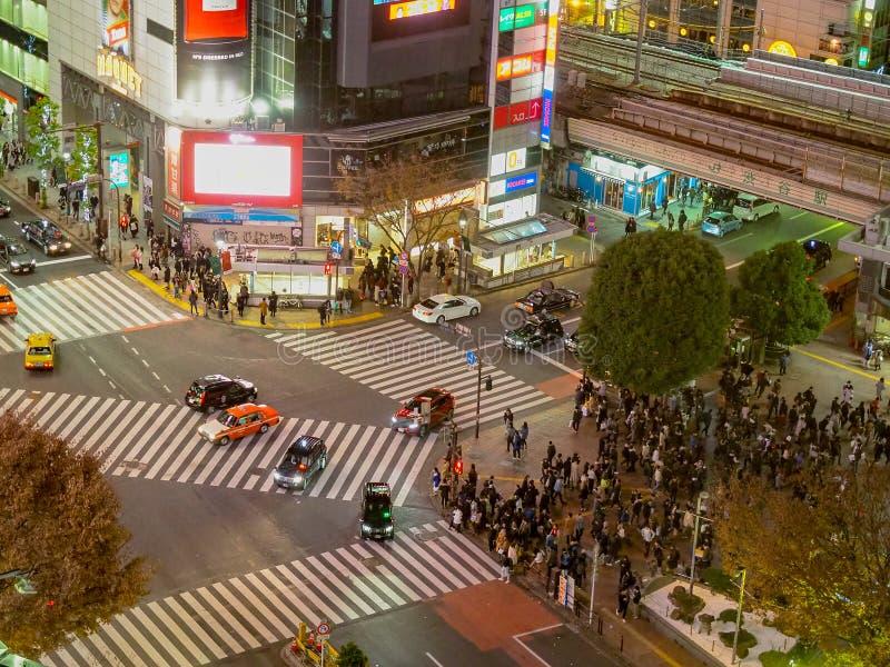 Travesía de Shibuya, Tokio, Japón con la porción de gente foto de archivo