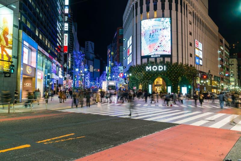Travesía de Tokio, Japón Shibuya de la calle de la ciudad con imagenes de archivo