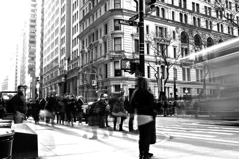 Travesía de Wall Street y de Broadway fotos de archivo
