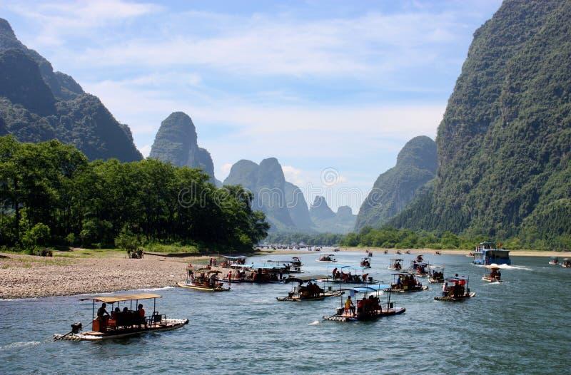 Travesía del barco en el río de Li, China imagen de archivo