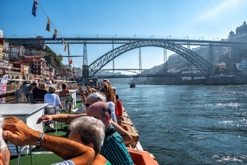 Travesía del Duero del río, Oporto, Portugal fotos de archivo libres de regalías