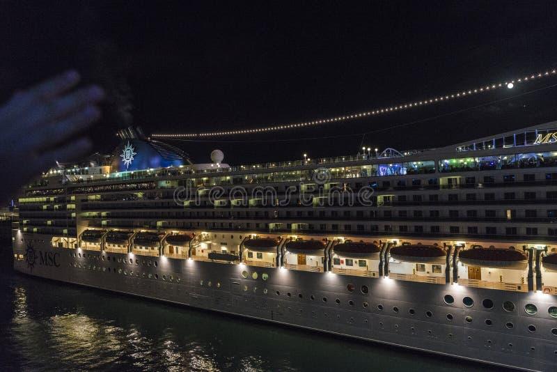 Travesía del MSC en la noche, Barcelona foto de archivo libre de regalías