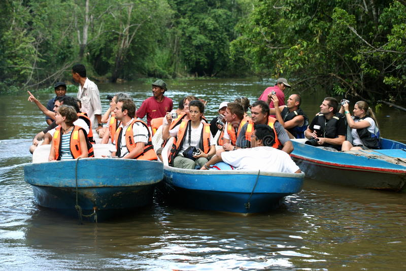Travesía del río de Sukau fotos de archivo libres de regalías