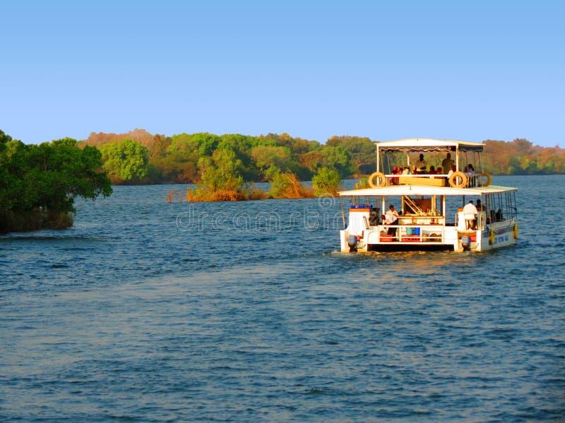 Travesía el río Zambezi - Victoria Falls - Zambia y Zimbabwe foto de archivo