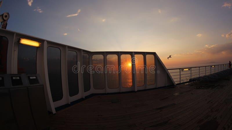 Travesía y puesta del sol imagenes de archivo