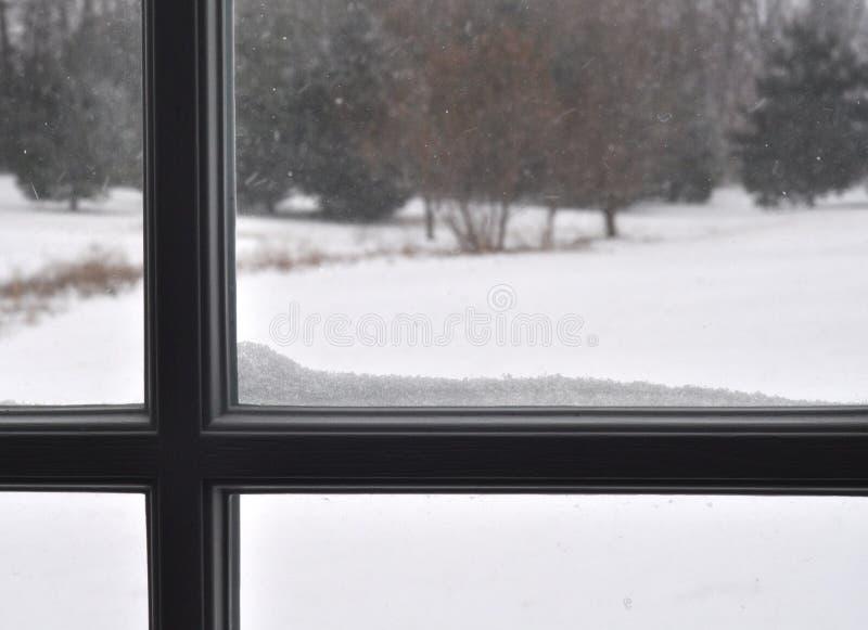 Travesaño de la ventana con Snoww fotografía de archivo