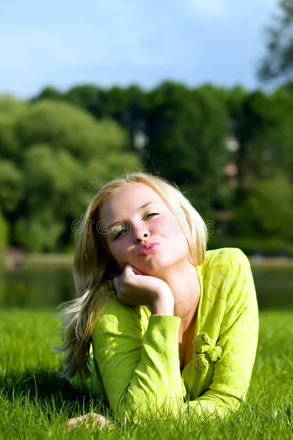 trawa określa dziewczyny obrazy stock