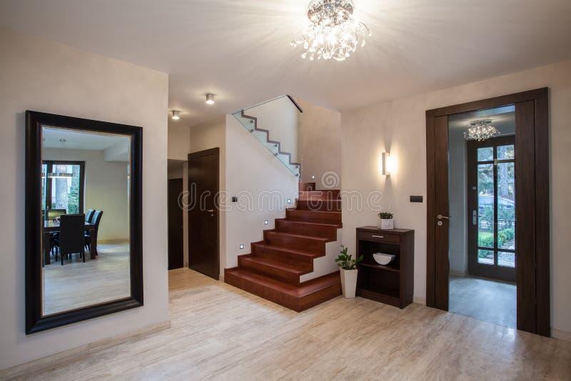 Trawertynu dom: korytarz zdjęcia stock