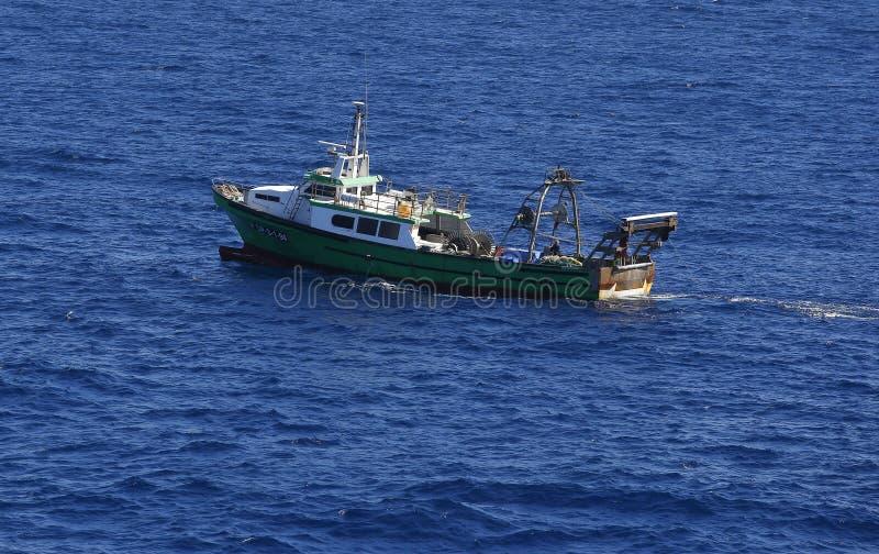 Trawler łódź rybacka w Barcelona schronieniu zdjęcie stock