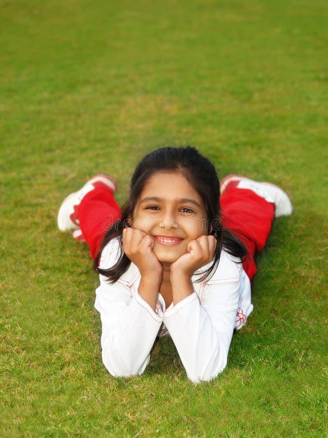 trawy dziewczyny się uśmiecha obrazy royalty free