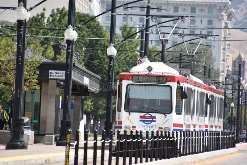 TRAX, sistema ferroviário da luz do ` s da autoridade do transporte de Utá, em Salt Lake City do centro imagens de stock royalty free