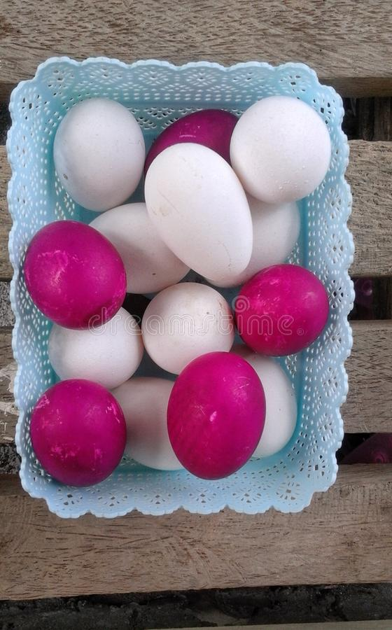 A tray full of red and white eggs royalty free stock photos
