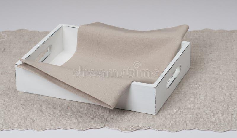 Tray With Natural Linen Napkin y mantel foto de archivo