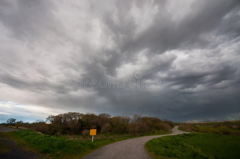 Download Trayectoria Contra La Nube Gruesa Foto de archivo - Imagen de lluvia, peligro: 42442598