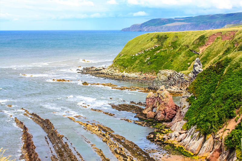 Trayectoria costera de Berwickshire, opinión sobre la bahía de la ensenada, Escocia, Reino Unido imagen de archivo