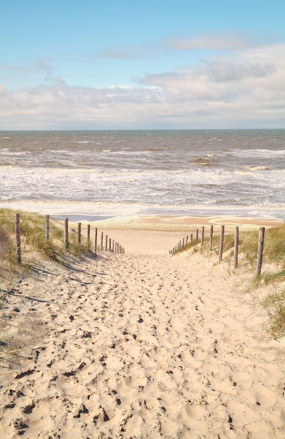 Trayectoria de la arena a Mar del Norte fotos de archivo