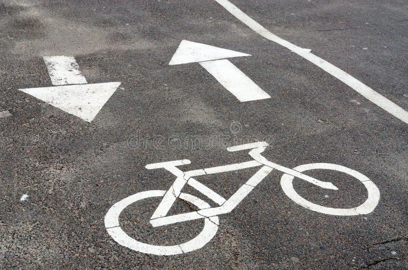 Trayectoria de la bici de la marca de camino imagen de archivo libre de regalías